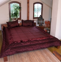 quilt, bedspread bedspread with 2 decorative cushions - bordeaux